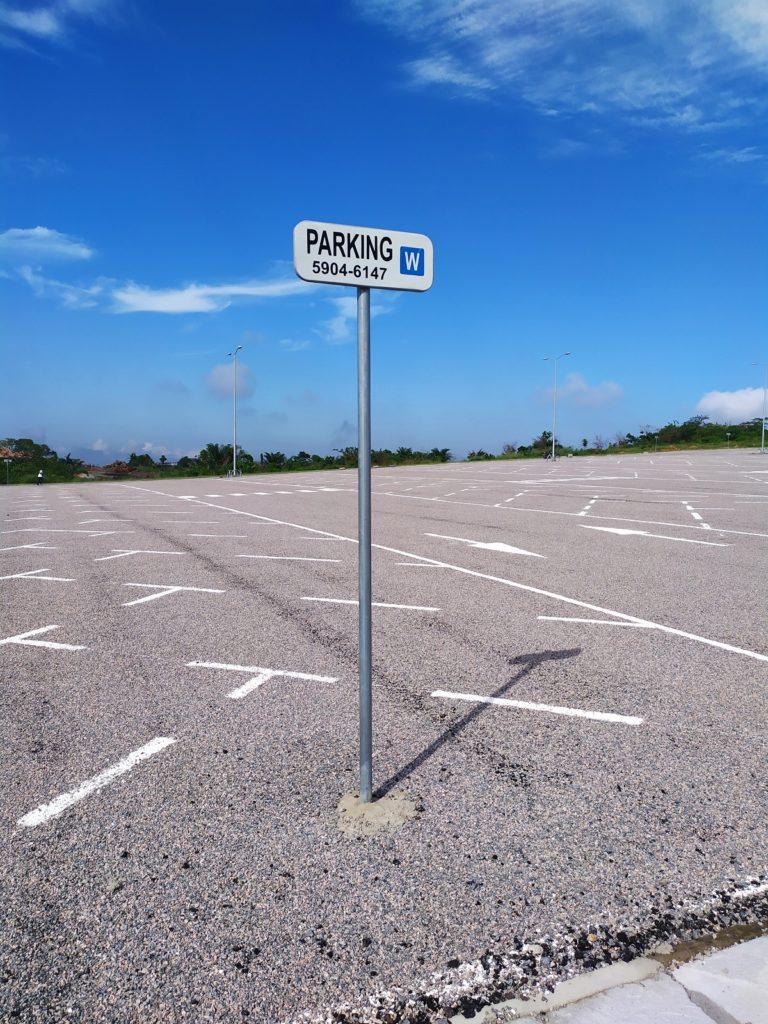Un parking gigantesque à Japoma