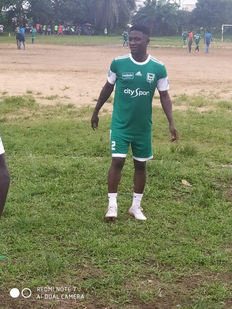 Formé au Barça, joueur de l'Union de Douala