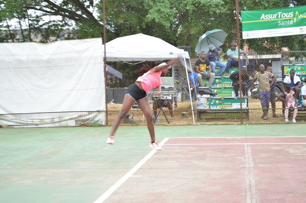 Linda Eloundou domine le tennis féminin