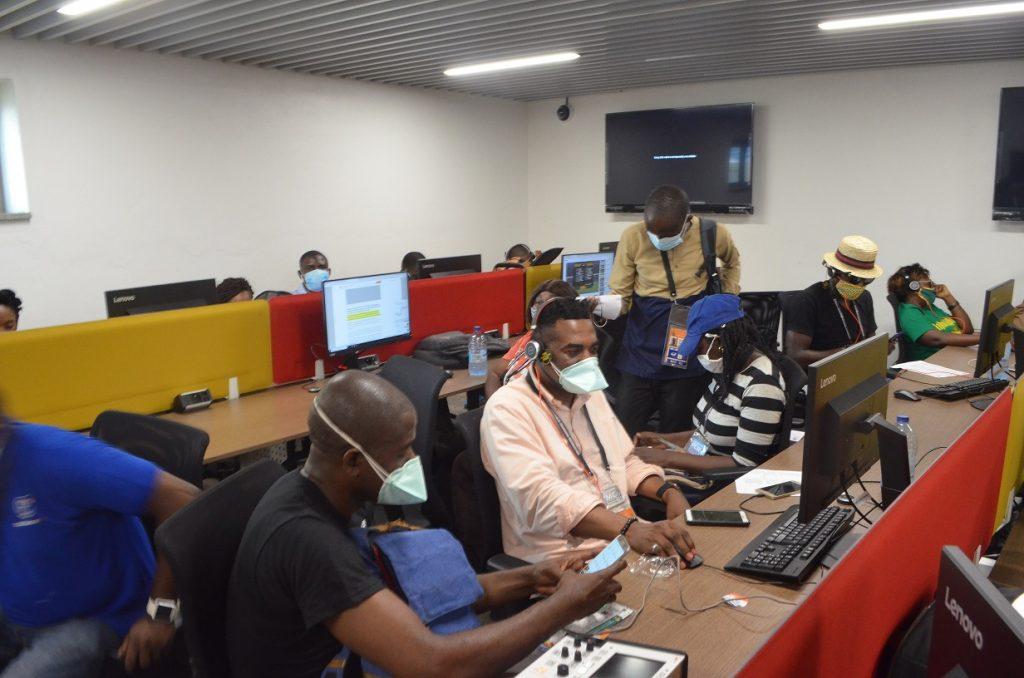 Les journalistes à l'étroit à Japoma