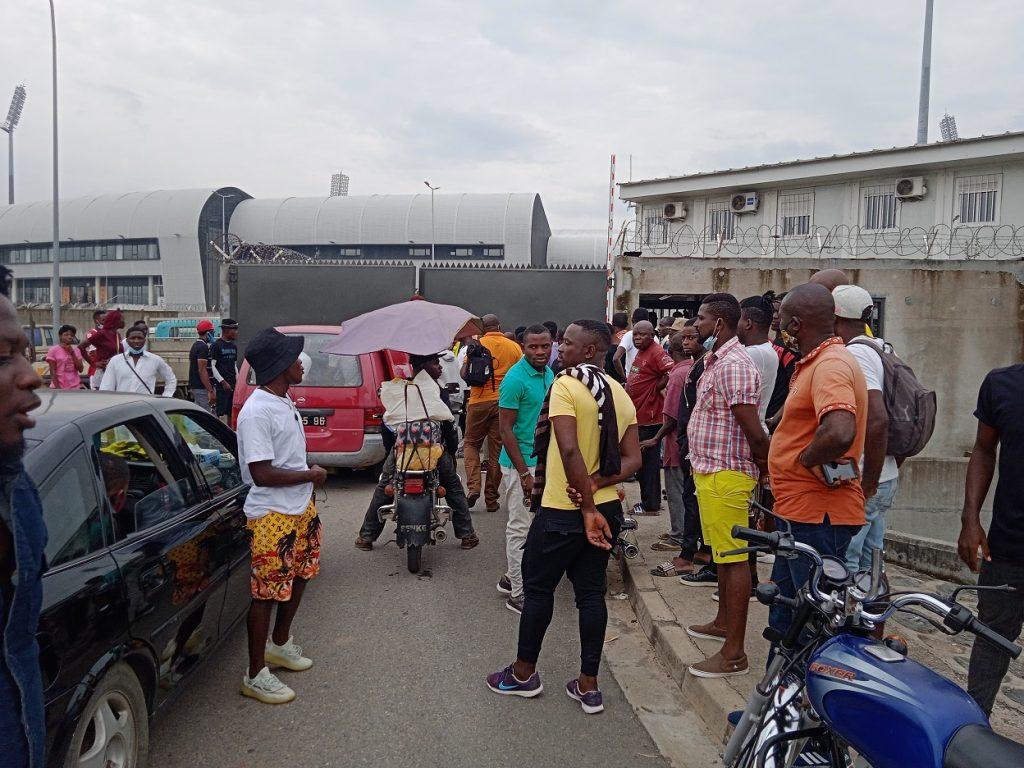 Le public de Douala dicte sa loi